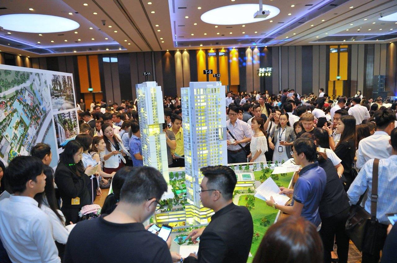 Gần một nghìn khách hàng tham dự lễ giới thiệu dự án The Infiniti Riviera Point và hơn 80% số căn hộ ra mắt được đăng ký.